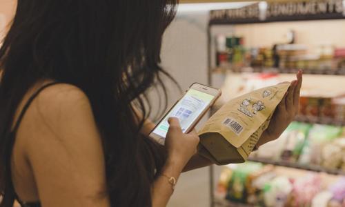 Dùng điện thoại ở siêu thị khiến hóa đơn của bạn có thể tăng 40% - Đời sống