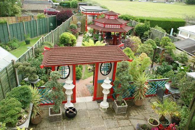 Khu vườn Nhật bí ẩn phía sau nhà cặp vợ chồng Anh