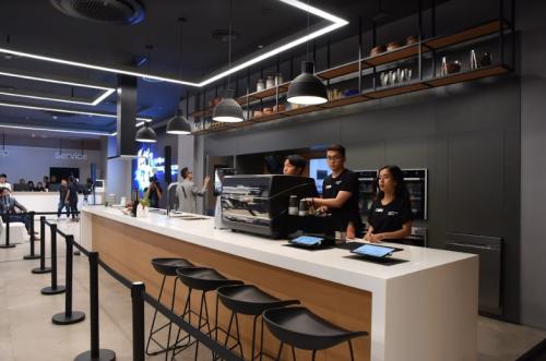 Khu vực nhà bếp thông minh tại Samsung Showcase hội tụ nhiều công nghệ và thiết bị hiện đại.