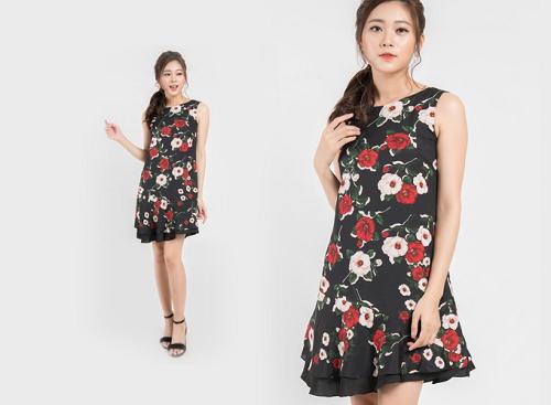 Bạn gái có thể thay thế những mẫu đầm đen trơn bằng đầm họa tiết hoa hồng peplum, chất liệu lụa để tránh nhàm chán cho ngày hè.