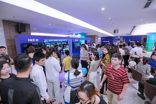 Theo công bố của Vinhomes, sự kiện thu hút hơn 3.000 người tham gia. Tại trung tâm thương mại Royal City Hà Nội, nhiều không gian công nghệ và thông tin về dự án được bố trí nhằm thuận tiện cho hoạt động tìm hiểu, trải nghiệm của người tham dự.