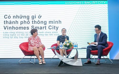 Phần hội thảo về đại đô thị thông minh Vinhomes Smart City cũng tạo được sự quan tâm đặc biệt của các cư dân tương lai. Nhiều khách tham dự đặt ra những câu hỏi thú vị trong phần talkshow, nhờ đó những thông tin cốt lõi nhất về vận hành thông minh, an ninh thông minh, cộng đồng thông minh và sản phẩm - căn hộ thông minh của Vinhomes Smart City được chia sẻ trọn vẹn. Theo đại diện chủ đầu tư, nhiều gia đình đã chốt mua căn hộ trong sự kiện.