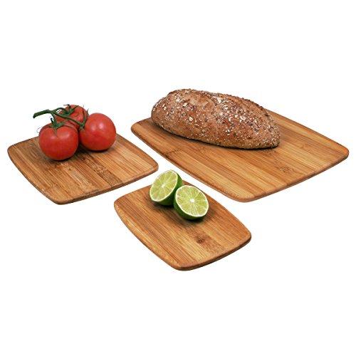 Thớt Farberware đủ hình dạng và kích cỡ, là vật dụng không thể thiếu trong gian bếp. Để kéo dài tuổi thọ của thớt, sau khi dùng xong, bạn rửa sạch và lau khô ngay lập tức để bảo vệ bo mạch độ bền. Giá sản phẩm: 684.000 đồng.