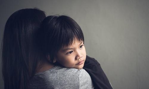 Đứa trẻ không biết kiểm soát cảm xúc là tấm gương phản chiếu cha mẹ. Ảnh: Toronto.com.