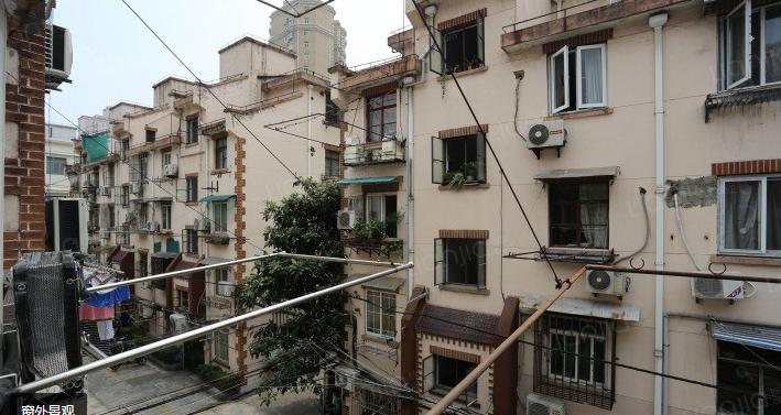 Một căn hộ cũ có diện tích 27,5 m2 tại trung tâm Thượng Hải được rao bán với giá 6,1 triệu tệ ( tương đương gần 22 tỷ đồng).
