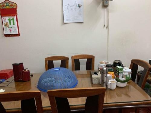 căn bếp đầu tiên trong ngôi nhà đầu tiên của vợ chồng tôi.