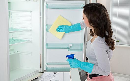 Dọn tủ lạnh mỗi tuần cho cảm giác về một ngôi nhà sạch. Ảnh: Abolouwang.