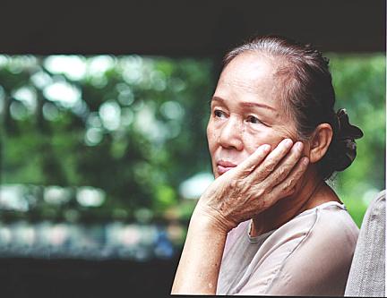 Cách giúp người lớn tuổi vơi bớt nỗi cô đơn - Đời sống