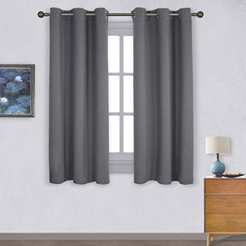 Những rèm cửa có gam màu trung tính có khả năng chống nắng nóng tốt.