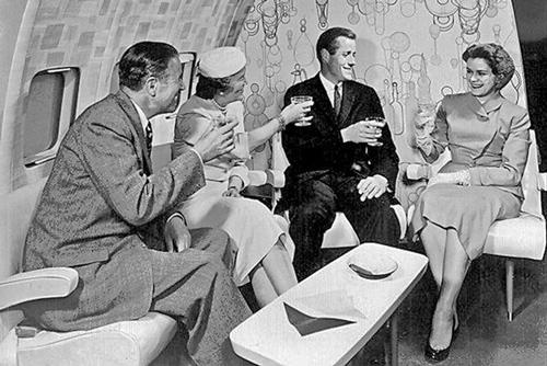 Gặp gỡ trực tiếp là cách duy nhất để làm quen với người mới 50 năm trước. Ảnh: ba-bamail