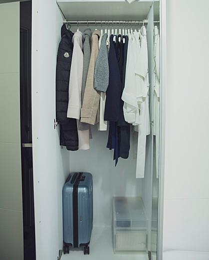 Cô gái vứt bỏ gần hết tủ đồ 200 chiếc váy sau khi sang Nhật sống - ảnh 1