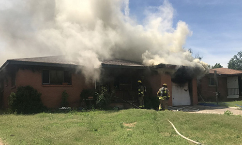 Phóng hỏa đốt nhà hàng xóm, người phụ nữ bị lộ tẩy vì bất cẩn - ảnh 1