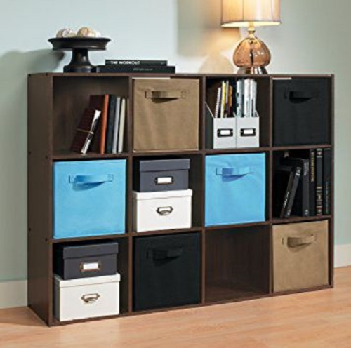 Cubical Organizer (tủ đựng đồ bằng gỗ): có tới 7 màu và được cấu tạo từ 2 khối đến 12 khối vuông. Sản phẩm này thích hợp với mọi loại phòng và phù hợp với nhiều kiểu trang trí. Chỉ cần đặt đồ vật vào các ngăn chứa xinh đẹp và bạn có thể thảnh thơi làm việc khác.