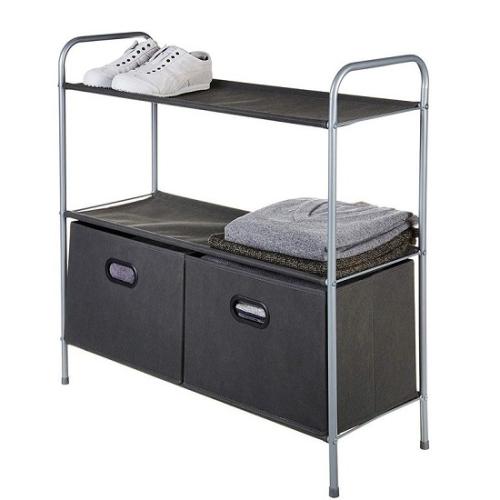 Closet Storage Organizer with Bins (kệ hai ngăn): Một lựa chọn chứa đồ giá rẻ khác dành cho bạn là cái kệ có thể dùng làm nơi cất giày, để khăn tắm, và nhiều hơn thế. Nó được thiết kế với 2 ngăn tủ kèm theo, vì vậy bạn không cần mua thêm ngăn ngoài. Tất cả vật dụng cần thiết để lắp ráp đều có sẵn trong hộp.