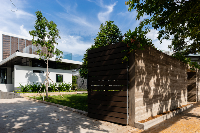 Ngôi nhà như resort ẩn sau bức tường kín đáo ở Tiền Giang - ảnh 3