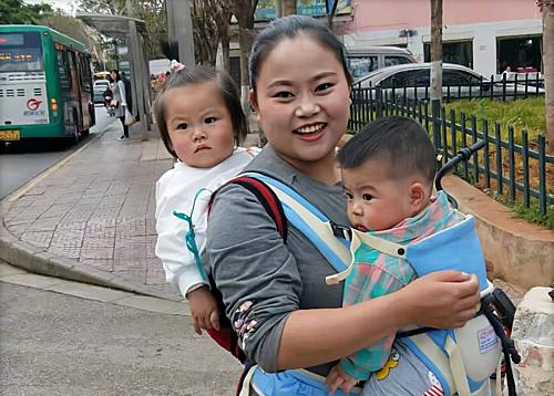 Yang hoà thuận với con trai của chồng và còn thường chăm sóc cháu gái - cũng tương đương tuổi con trai cô. Ảnh: Xuehua.