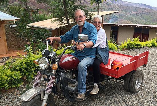 Vợ chồng bà Mackenzie và ông Don sống dư dả ở Nam Mỹ sau khi rời nước Mỹ. Ảnh: Marketwatch.