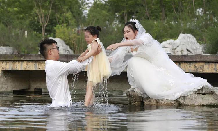 Hành động của anh Liu được hàng trăm ngàn lượt thích và chia sẻ trên mạng xã hội. Ảnh: Sohu.