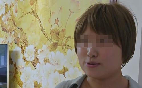 Cô Xiao Song chia sẻ câu chuyện của mình với báo chí sau ca cấy ghép tuỷ. Ảnh: EBC.