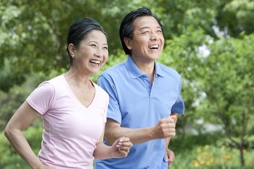 Càng lớn tuổi, bố mẹ càng cần có những lời động viên, yêu thương từ con cái để có thể sống vui khỏe mỗi ngày màkhông cần lo âu.