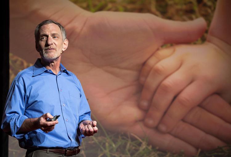 Giáo sư Robert Walding giới thiệu thành quả nghiên cứu 724 người trong vòng 75 năm. Ảnh: johnwernerphotography.