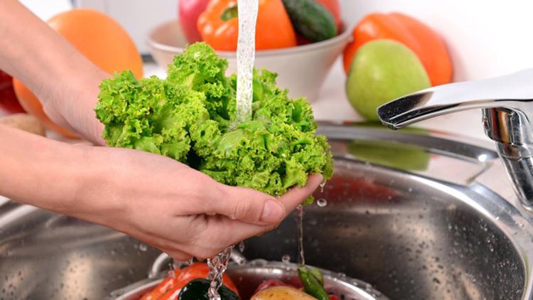 Rửa rau như thế nào để loại bỏ 90% thuốc sâu ?