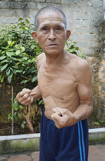 80 tuổi vẫn ăn được 15 bát cơm và 15 quả trứng vịt lộn mỗi ngày, thanh niên cũng chào thua cụ