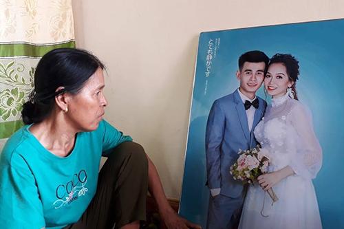 Bà Giỏ nói phải vay mượn 20 triệu đồng để lo chu toàn đám cưới cho con trai duy nhất. Ảnh:Quang Hà