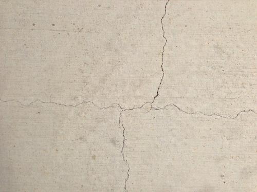 Những vết nứt thường gặp ở tường nhà.
