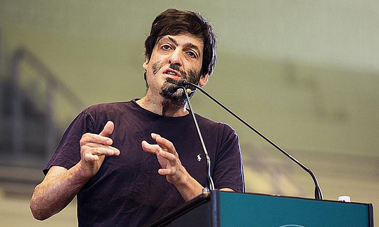 Dan Ariely -giáo sư tâm lý học và kinh tế học hành vi người Mỹ gốc Israel, tác giả của một số sách tâm lý bán chạy trên thế giới. Ảnh:chqdaily.