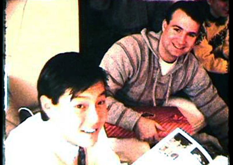 Andrew Suh bên cạnh Robert ODubaine. Ảnh: House of Suh.