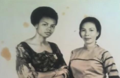 Martine thật (trái) đón mẹ mình là bà Nguyễn Thị Huệ (phải) sang Pháp sống sau khi Bokassa qua đời. Ảnh: Amazon.