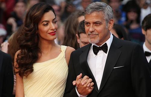 George và Amal Clooney là một trong nhiều đôi vợ chồng nổi tiếng ngủ riêng. Ảnh: Brightside.