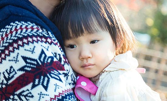 Đàn ông Nhật có thểgặp rắc rối ở nơi công cộng nếu chỉ đi một mình với con. Ảnh: Soranews24.