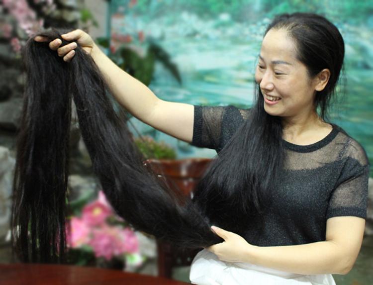 Chị Lan là con gái duy nhất trong gia đình có 3 người con, vì vậy từ bé đã được mẹ chăm chút, đặc biệt là mái tóc. Ảnh: Phạm Nga.