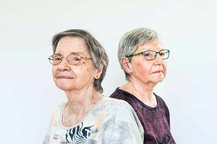 Hai người còn lại trong năm chị em sinh năm nhà Dionne: Cécile và Annette. Ảnh: Aaron Vincent Elkaim.