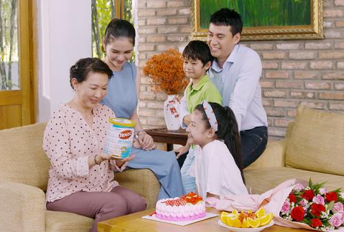 Gia đình gắn kết, xây dựng chế độ dinh dưỡng phù hợp góp phần giúp cha mẹ sống vui, hạn chế bệnh tật.