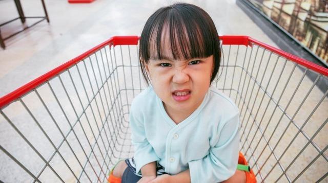 Nhiều hành vi của con cha mẹ nghĩ là khôn ngoan, thực chất tiềm ẩn thói xấu. Ảnh: smartparenting.