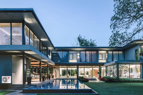 Biệt thự sang trọng lắp đặt điều hòa LG Multi Split vừa tiết kiệm không gian vừa đảm bảo yếu tố thẩm mỹ của căn nhà.
