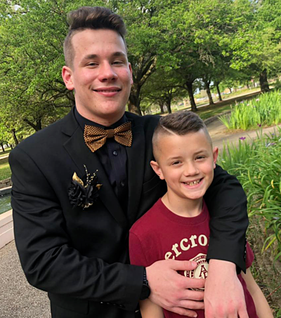 Noah muốn để lại nhiều kỷ niệm với Max trước khi rời nhà đi học xa. Ảnh: People.