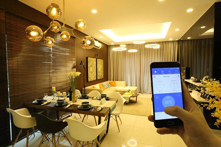 Điều khiển nhiệt độ, độ ẩm, ánh sáng trong nhà bằng điện thoại là chức năng cơ bản của nhà thông minh. Ảnh: Lumi.