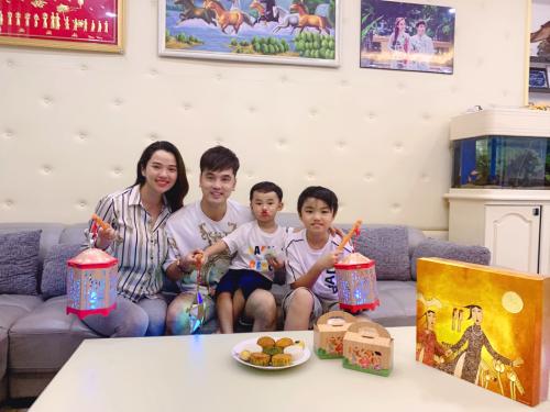 Gia đình ca sĩ Ưng Hoàng Phúc.
