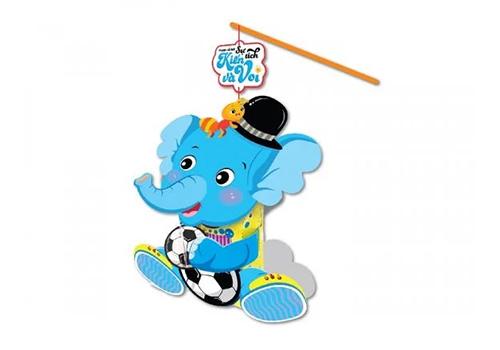 Lồng đèn cổ tích Kiến và voi với hình ảnh các nhân vật trong truyện ngụ ngôn cùng tên.