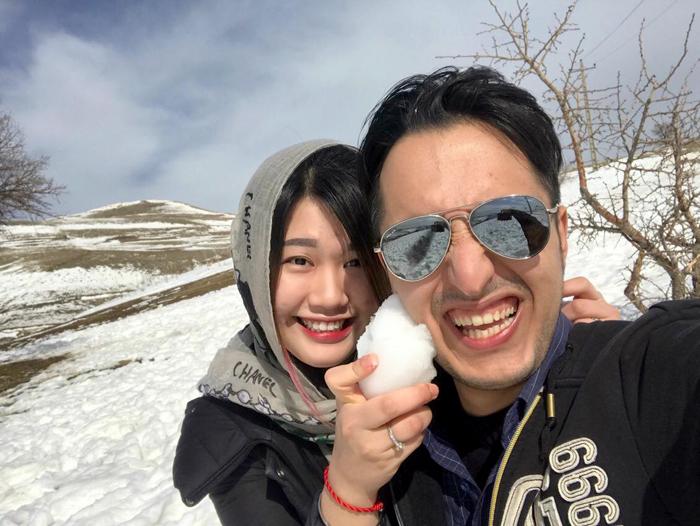 Hoài Anh và chồng, anh Amir Hossein, người Iran. Amir làm về du lịch, anh thường đưa vợ đi khám phá đất nước mình. Ảnh: H.A.