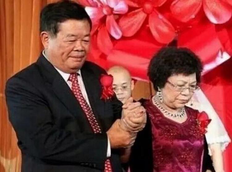 Nguoi vo mu chu nam het tai san cua ty phu Trung Quoc