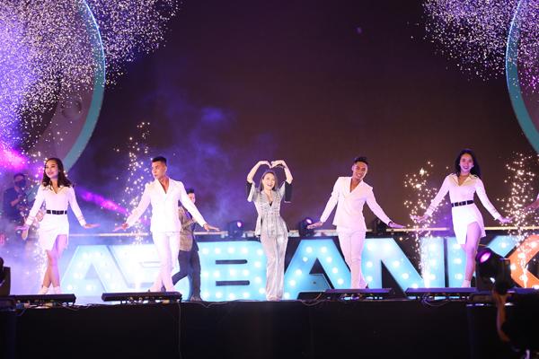 Mỹ Tâm biểu diện tại sự kiện bằng những bản hit trong sự nghiệp ca hát.
