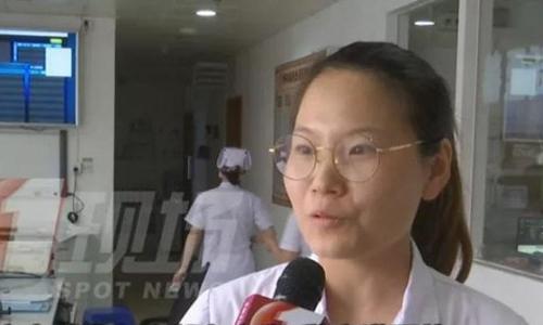 Nữ bác sĩ Uông Huệ Mẫn rất bất ngờ khi nhận được lá thư từ ông Trương. Ảnh: cutv.com.