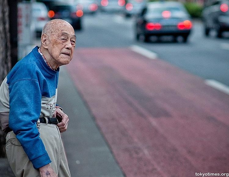 Nhiều người già Nhật chọn cách sống thuận theo tự nhiên, trong đó có việc chết. Ảnh: Tokyotimes.