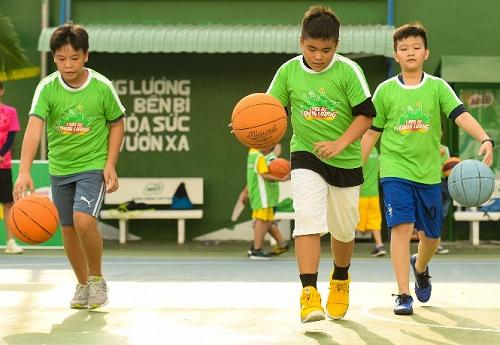 MC Thanh Thảo khuyến khích con chơi thể thao - ảnh 3