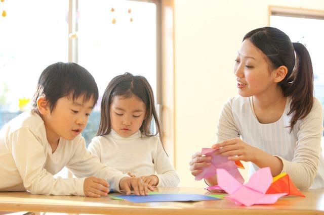 Có nên cho bé đi học mầm non sớm ?